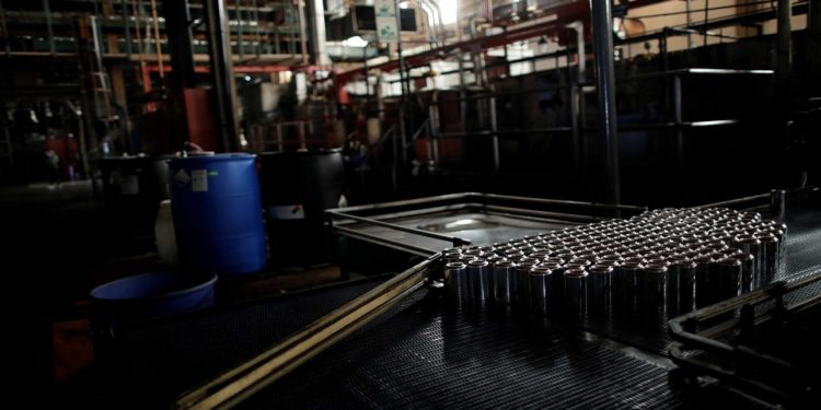 Cans are seen on a halted machine at a factory during a power cut in Valencia, Venezuela, April 8, 2019. Picture taken April 8, 2019. REUTERS/Ueslei Marcelino